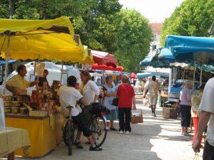 [Titre du site] slide marché_427702_marches_produits_locaux_la_roche_posay_15_640x480